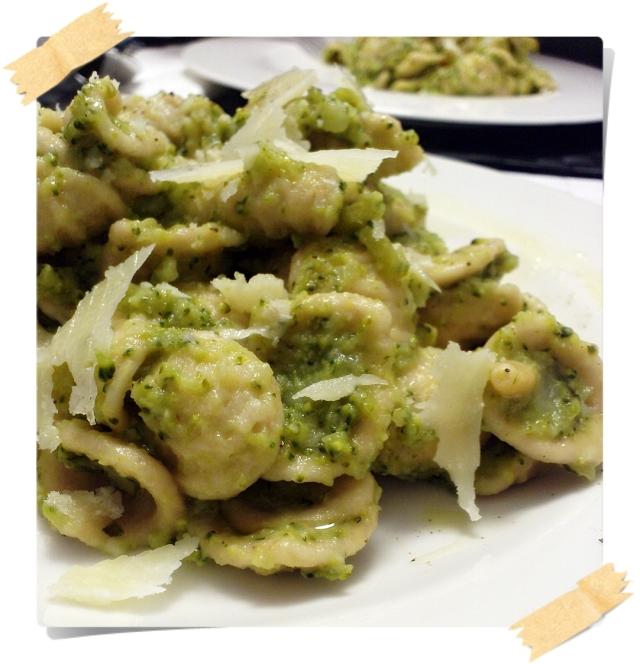 Orecchiette di orzo alla crema di broccoletti, pinoli e scaglie di pecorino