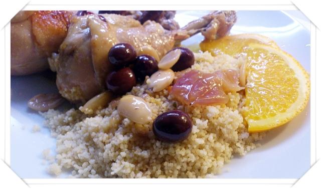 Tajine di pollo all'arancia e cannella con cipollle caramellate, mandorle e olive